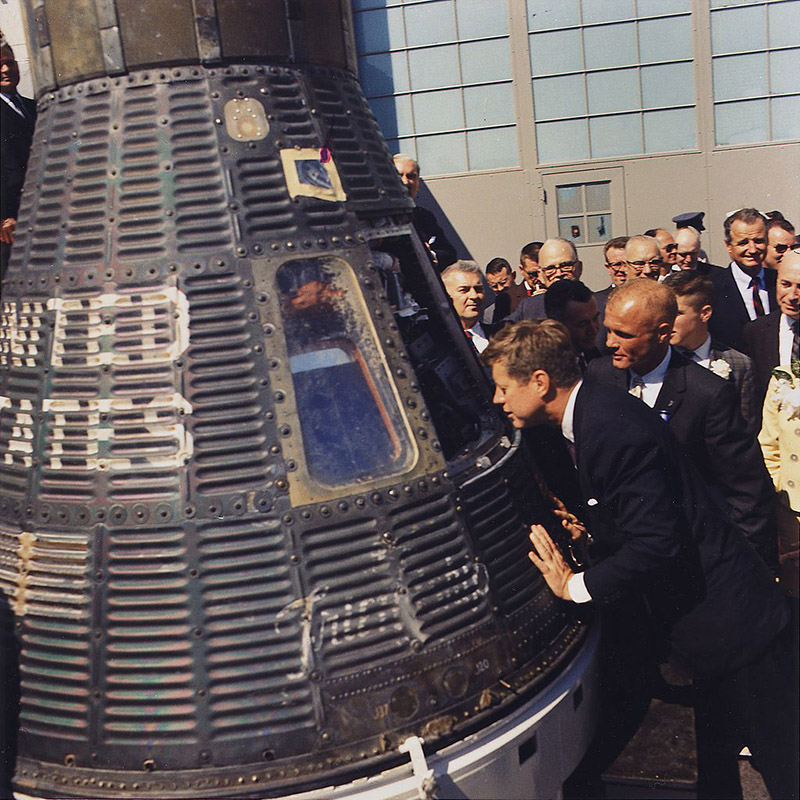 1024px-jfk_inspects_mercury_capsule_23_february_1962